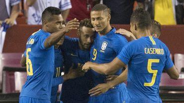 Le Brésil en passe 5 au Salvador, l'Argentine accrochée par la Colombie