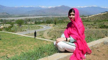 La prix Nobel de la paix Malala Yousafzai lors d'une visite dans son village natal au Pakistan le 31 mars 2018.