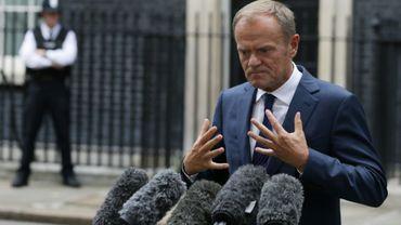 Le président du Conseil européen Donald Tusk fait une déclaration devant le 10 Downing Street, le 26 septembre 2017 à Londres