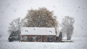 Quand il neige et qu'il gèle, le secteur de la construction est bloqué