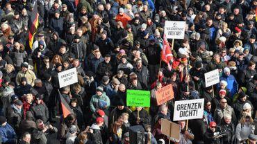 """Les manifestants jugeaient la politique d'Angela Merkel """"pas assez ferme"""""""