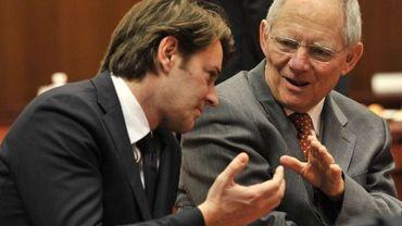 Le français Baroin ne sera plus aux côtés de son homologue allemand Schauble lors de la réunion ecofin du lundi 14 mai, pour cause de transition en France
