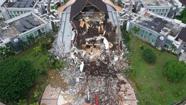 Photo aérienne du bureau du gouverneur détruit par le séisme à Mamuju (Indonésie)
