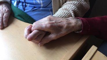 Calogera, 87 ans, et Benito,  89 ans, mariés depuis 57 ans ans vivent ensemble à la maison de repos Saint-Thomas de Lustin, dans la commune de Profondeville.