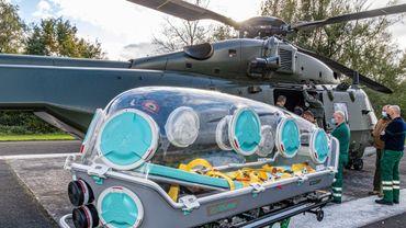 L'hélicoptère peut transporter un patient à la fois, dans des conditions de sécurité renforcées s'il s'agit d'un patient Covid.