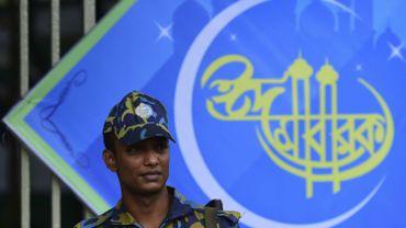 Un policier dans la capitale, Dacca, théâtre d'une nouvelle attaque djihadiste