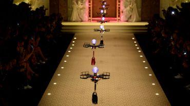 Des drones durant le défilé Dolce & Gabbana à Milane en février.