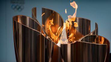 La flamme olympique devrait finalement voyager en voiture à travers le Japon... si elle voyage bel et bien.