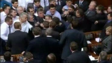 Ukraine: bagarres entre députés du camp du président et d'extrême droite
