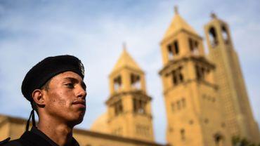Egypte: un garde blessé au couteau devant une église, l'assaillant arrêté