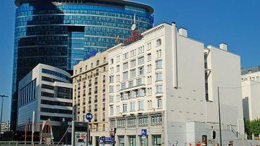 """le Hilton Brussels City et Le Crowne Plaza """"Le Palace""""  deux édifices de style Art déco et Art nouveau  vont faire peau-neuve."""