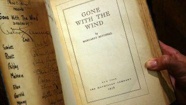 Une copie du livre original, signée par le producteur, le réalisateur et le casting du film de 1939