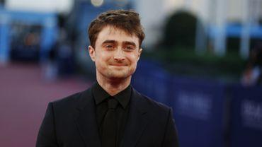 Dans son dernier rôle, Daniel Radcliffe incarne un jeune homme sans histoire qui se retrouve subitement otage d'un jeu macabre filmé en direct pour un site du darkweb.