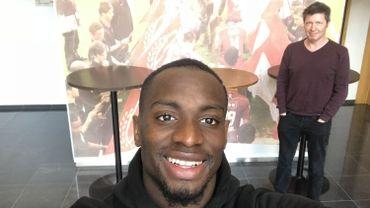 Paul José Mpoku se livre au petit jeu du selfie