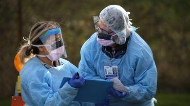 Coronavirus: le risque d'infection au Covid trois fois et demi plus élevé chez les soignants, selon une étude