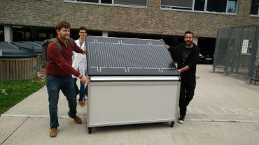 Panneau solaire produisant de l'hydrogène, développé par l'équipe du Professeur Martens