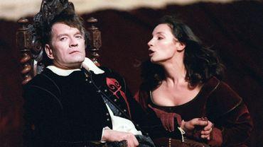 Le comédien Andrzei Seweryn interprète le rôle de Dom Juan avec Jeanne Balibar dans celui d'Elvire, le 6 juillet 1993 à Avignon