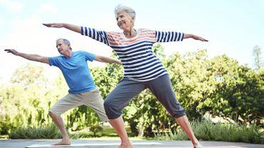 De nombreuses études suggèrent que l'exercice physique régulier reste l'un des meilleurs moyens d'entretenir la santé du cerveau, et ainsi à prévenir le développement de la maladie d'Alzheimer.