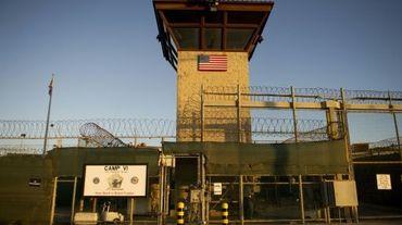 """La grille du """"camp six"""" de Guantanamo, le 19 janvier 2012, à Cuba"""