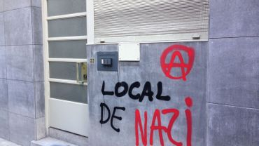 La façade taguée de l'Alliance pour la Paix et la Liberté