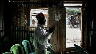 Un fidèle dans une église de Nairobi le 13 août 2017