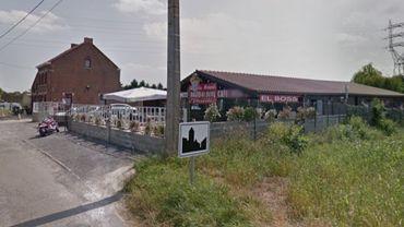 Mardi, les enquêteurs auraient mené des perquisitions au café-friterie d'Obourg