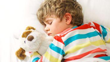 Chaque heure supplémentaire de sommeil est associée à une diminution de 0,13 de l'indice de masse corporelle, et à une diminution de 1,29 centimètre du tour de taille.