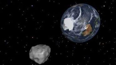 Graphique fourni par la Nasa le 8 février 2013 montrant l'astéroïde 2012 DA 14 frôlant la Terre