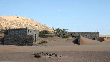 Quelques toits, des pans de mur et des morceaux de bois, c'est tout ce qui témoigne aujourd'hui de la présence passée d'une population sur le site de Wadi al-Murr.