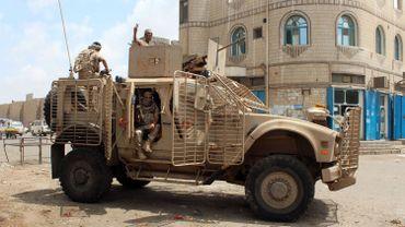 Les loyalistes ont manqué de soutien aérien de la part de la coalition arabe sous commandement saoudien qui combat les Houthis en soutien au gouvernement Hadi
