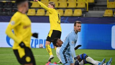 A la mi-temps, Dortmund mène 2-0 contre Bruges.