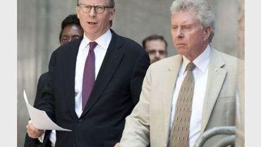 Le procureur Cyrus Vance (G) le 1er juillet 2011 à New York