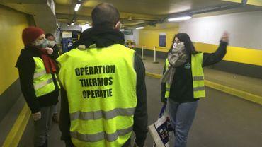 Pour se conformer aux mesures de confinement, l'Opération thermos a dû déménager à l'entrée du parking Albertine, près de la gare centrale.