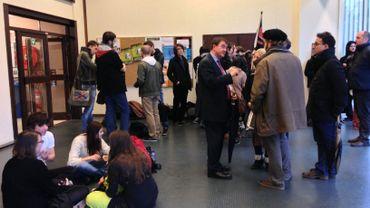 Les étudiants ont bloqué l'accès à la salle où devait se tenir le conseil d'administration de l'ULB.