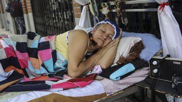 Femme célébrant la journée mondiale de la paresse à Itagüi, près de Medellin (Colombie).