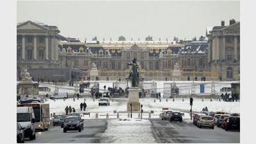 Vue sur l'entrée principale du Château de Versailles, le 23 décembre 2010