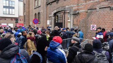Ce lundi, 116 personnes ont été accueillies. L'Office des étrangers voit comment augmenter la capacité dans les jours à venir