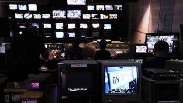 Après la fermeture de la radio-télévision publique en Grèce, RTL Klub rebondit en Hongrie en demandant au gouvernement de fermer son concurrent, la TV publique