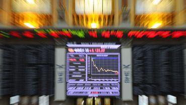 Zone euro: les bourses restent dans le rouge, la crise s'accélère