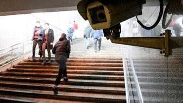 Une caméra de surveillance dans un passage souterrain, le 27 janvier 2020 à Moscou