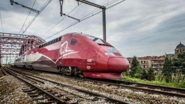 Grèves tournantes: Les passagers appelés à reporter leur voyage lundi.