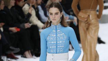 Giselle Norman est l'un des deux mannequins à avoir le plus défilé pour la saison automne-hiver 2019. Ici pour Chanel au Grand Palais à Paris