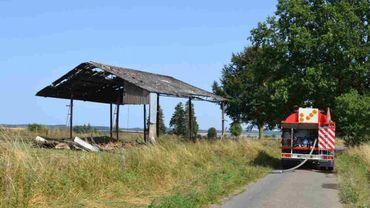 Un des hangars incendiés à Gouvy