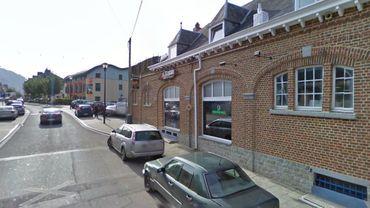 Les faits se sont produits devant cet établissement du centre-ville de Dinant.