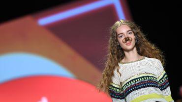 Le filtre Snapchat du chien lors du défilé Desigual à la Fashion Week de New-York