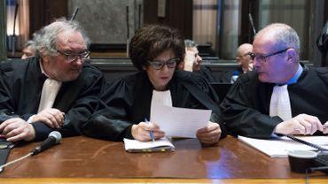 Au centre, l'avocate Michele Hirsch, qui représente le CCOJB