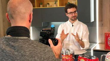 Thomas Di Felice lors de la réalisation de l'un de ses clips sur YouTube
