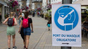 Port du masque nécessaire dans les rues de la Roche-en-Ardenne, ce 25 juillet