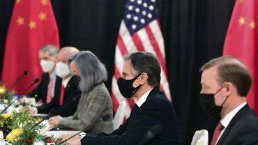 """Les discussions entre les chefs de la diplomatie américains et chinois en Alaska ont été """"dures et directes"""" comme prévu."""