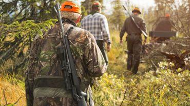 Les activités de chasse limitées à 4 personnes, rappelle le ministre Borsus